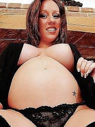 Kelly hart, Pregnant