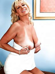 Blond mature, Nikki