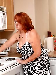 Chubby, Housewife, Mature chubby, Chubby mature, Kitchen