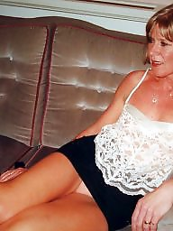 Blond mature, Upskirt